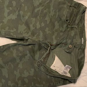 Camouflage skinny ankle pants